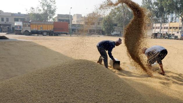 Farmers of Chhattisgarh will now be able to lodge complaints about any kind of error in the procurement system and can get kind of financial assistance by calling on 112 .(Representational image/HT PHOTO)
