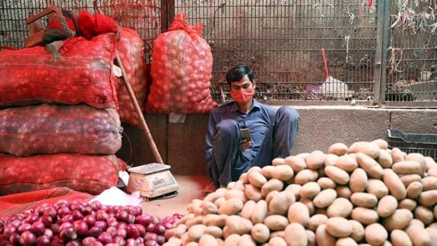 Several traders from three prominent APMCs in Delhi—Azadpur, Ghazipur and Okhla—said supplies in the national Capital have already been hit because of the road closures along the borders as the farmers continued their protest for the 12th consecutive day.(ANI file photo)