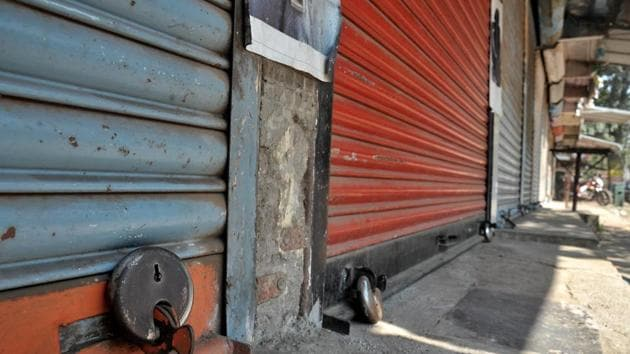 """The police tightened the security measures at the border points, while several shops near protest points chose to down shutters on Tuesday. Some of them said they closed their business in """"solidarity"""" with farmers.(Uday Deolekar)"""