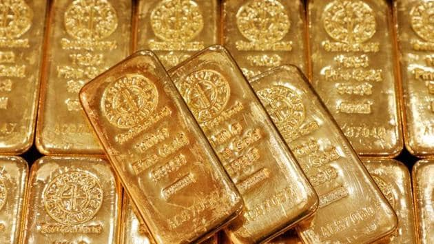 Gold declined from near the highest in two weeks as investors weighed vaccine rollouts amid surging coronavirus infections in some parts of the world against fresh hopes for a stimulus deal in the US.(Reuters/ File photo)
