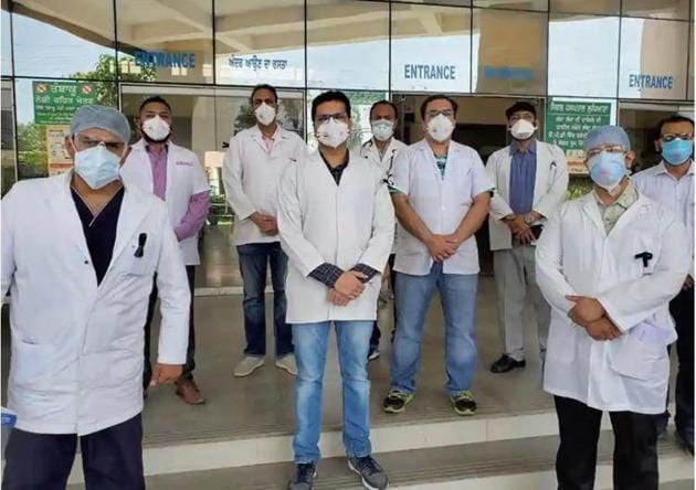 Indian Medical Association members said that only Covid or other essential medical interventions such as casualty, labour rooms and emergency surgeries, will be addressed by the doctors in Punjab for 12 hours from 6am on Friday.(Representational photo/HT file)