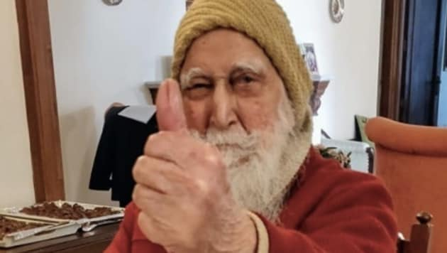 Retired Colonel Prithipal Singh Gill who is the only person to have served in all three wings of Indian defence forces turned 100 on Friday(Twitter)