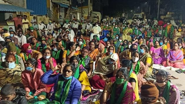 Starting Saturday, the farmers, under the umbrella of Amaravati Parirakshana Samithi joint action committee, launched a six-day long agitation, which would culminate in a massive public meeting on December 17. (HT Photo)