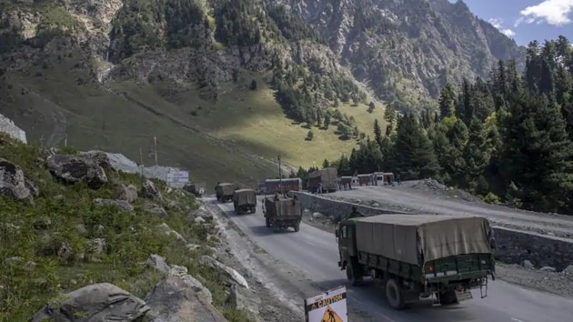 The authorisation to increase the weapon and ammunition reserves to minimum 15-I levels from the earlier existing 10-day stocking is to prepare the defence forces for a two-front war with both China and Pakistan.(AP Photo)