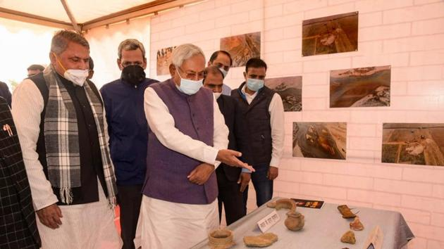 Bihar Chief Minister Nitish Kumar visits archaeological site on the banks of River Chandan in Banka district.(PTI)