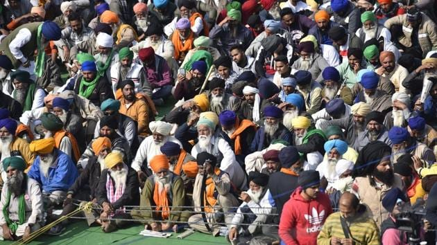 Farmers congregate during a protest against the new farm laws at Singhu (Delhi-Haryana Border) near New Delhi on Monday.(Sanjeev Verma/HT PHOTO)