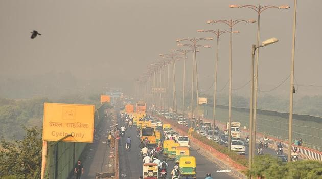 The sources of pollution here include construction and road dust, garbage-burning in vacant areas, and industries that spew pollutants from their stacks or congestion points for traffic.(Raj K Raj/HT PHOTO)