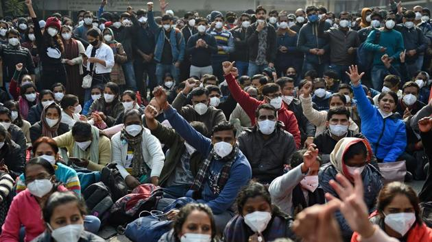 Members of nursing staff at All India Institute of Medical Sciences (AIIMS) take part in a protest during their indefinite strike over the long-standing demands in New Delhi on Monday.(AFP photo)