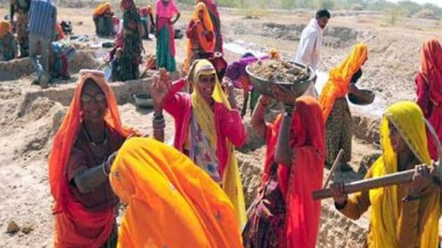 UP has now decided to introduce all woman work sites and all women jobs under MGNREGS.(HT File Photo)