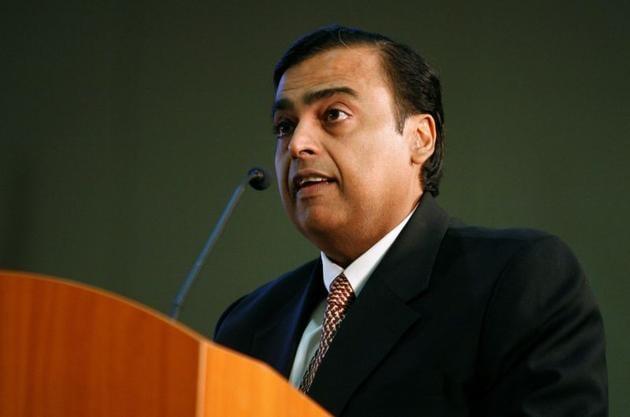 Mukesh Ambani, chairman of Reliance Industries, speaks during the Vibrant Gujarat Global Investors' Summit 2011 (VGGIS) at Gandhinagar in Gujarat.(REUTERS)