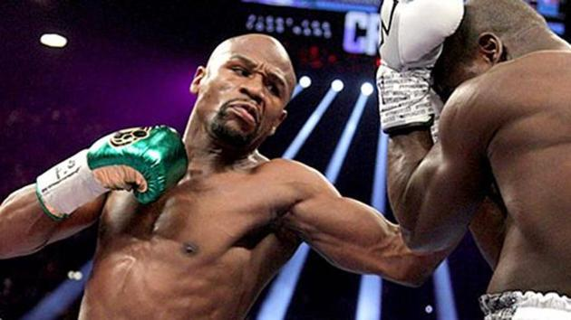 Floyd Mayweather Jr. (L) in action