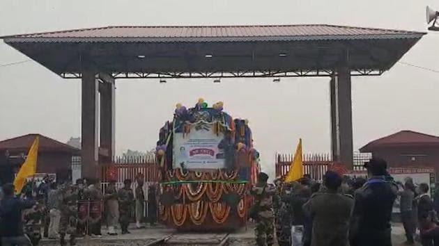 The goods train flagged off from Chilahati in Bangladesh entering the Indian border on Thursday.(NF RAILWAY.)