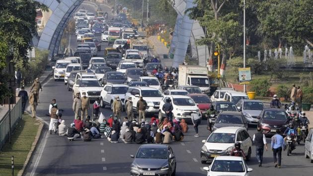 A few of New Delhi's borders with Haryana were also shut as the farmers' agitation entered its 23rd day.(Sunil Ghosh / Hindustan Times)