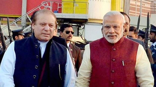 Prime Minister Narendra Modi with former Pakistani premier Nawaz Sharif in Lahore in 2015.(PTI File Photo)