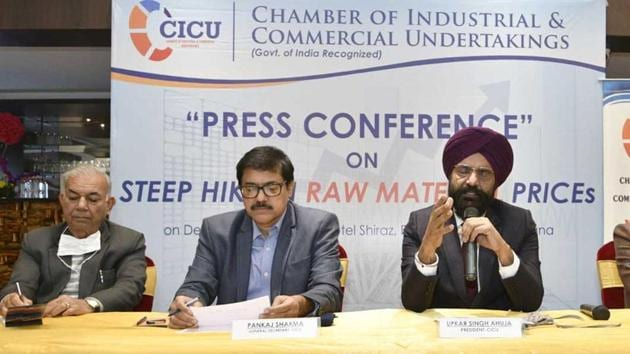 Chamber of Industrial and Commercial Undertakings president Upkar Singh Ahuja addressing the media in Ludhiana on Saturday.(Gurpreet Singh/HT)