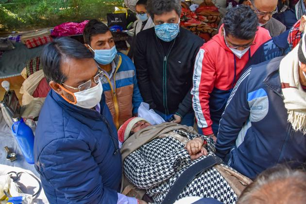 SDMC mayor Anamika Singh being shifted to Hindu Rao Hospital after she took ill during a hunger strike outside the Delhi CM's residence in New Delhi, on Saturday.(PTI)