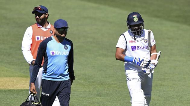 India's Mohammed Shami, right, retires hurt after he was struck on the forearm on the third day of their cricket test match against Australia at the Adelaide Oval in Adelaide, Australia, Saturday, Dec. 19, 2020. (AP Photo/David Mairuz)(AP)