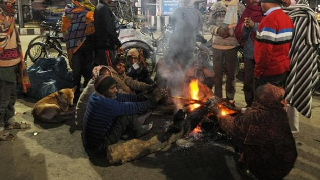Icy winds coming from the northern hilly regions made the mercury dip by 5 to 6 degrees in the state.(HT PHOTO.)