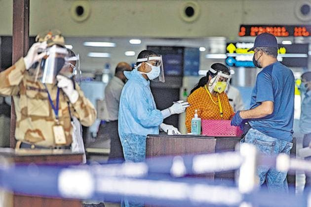 Extensive screening and tracing is going on for passengers who have travelled abroad over the last one month.(Pratham Gokhale/HT Photo)