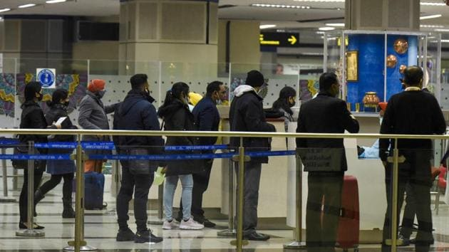 Passengers queue up to fill documents to take the Covid-19 coronavirus test upon their arrival from London at Sri Guru Ram Dass Jee International Airport on the outskirts of Amritsar on December 22.(AFP)
