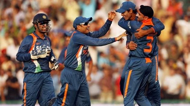 MS Dhoni celebrates with Virender Sehwag and Harbhajan Singh(Getty Images)