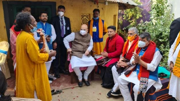 Basudeb Das Baul complained before the local media that he was not given an opportunity to talk to Shah and seek a job or higher education facilities for his daughter.(HT PHOTO.)