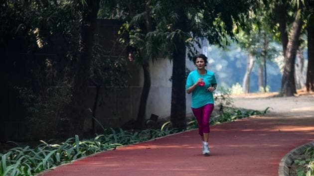 A synthetic track for walkers and joggers at Nehru Park in New Delhi, India.(Amal KS/HT PHOTO)