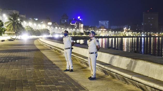 The Maharashtra government has imposed a seven-hour night curfew for 15 days from December 22 to January 5, in all major cities between 11 pm and 6 am(PTI)