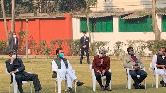 Congress leader Rahul Gandhi meets MPs at Congress headquarters ahead of their march to Rashtrapati Bhavan. (Photo: INC)