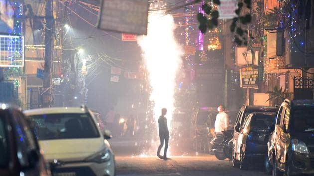It observed that PM 2.5 concentration in Delhi-NCR exceeded 250 ug/m3 (micrograms per cubic metre) on December 22, and it exceeded 300 ug/m3 on December 23 and is persisting in the same category for more than 10 hours.(Raj K Raj/HT PHOTO (Representative Image))