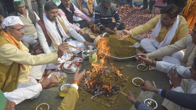 "Farmers performed a ""havan"" on the occasion of Kisan Diwas and the 118th birth anniversary of former Prime Minister Chaudhary Charan Singh, at the Ghazipur border on Wednesday. (Photo by Sakib Ali /Hindustan Times)"
