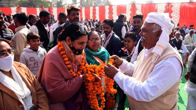 Congress mayoral candidate Upinder Kaur Ahluwalia campaigning in Panchkula.