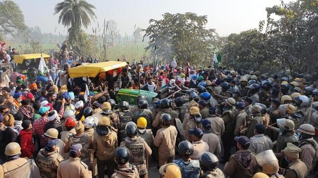 Farmers clashed with police in Bazpur area of US Nagar on Friday.(HT PHOTO.)