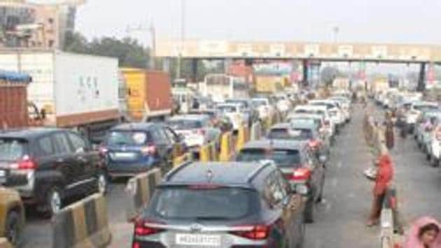 File photo: Vehicles line up at Kherki-Daula toll plaza in Gurugram, India.(Yogendra Kumar/HT PHOTO)