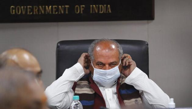 India's agriculture minister Narendra Singh Tomar adjusts his face mask during a press conference with representatives of foreign media organizations in New Delhi, India.(AP)
