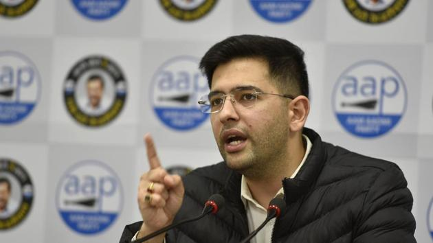Vice chairman of Delhi Jal Board (DJB) Raghav Chadha addresses a press conference on an alleged attack by the BJP at DJB's office at AAP headquarters, in New Delhi.(Sanjeev Verma/HT PHOTO)