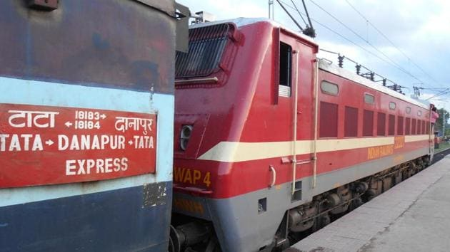 The overshooting of the signal by the express train caused a huge alarm.(Courtesy- Indianrail.info.com)