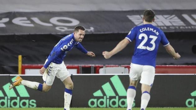 Everton's Gylfi Sigurdsson, left, celebrates after scoring his side's first goal during the English Premier League soccer match between Sheffield United and Everton at the Bramall Lane stadium in Sheffield, England, Saturday, Dec. 26, 2020.(AP)
