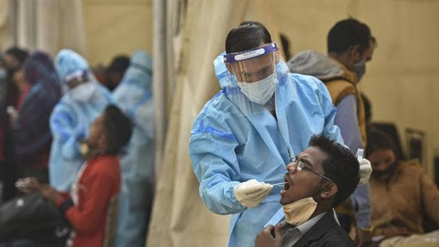 India's infection rate peaked in the middle of September, with the seven-day average of daily cases touching 93,617.(Biplov Bhuyan/HT PHOTO)