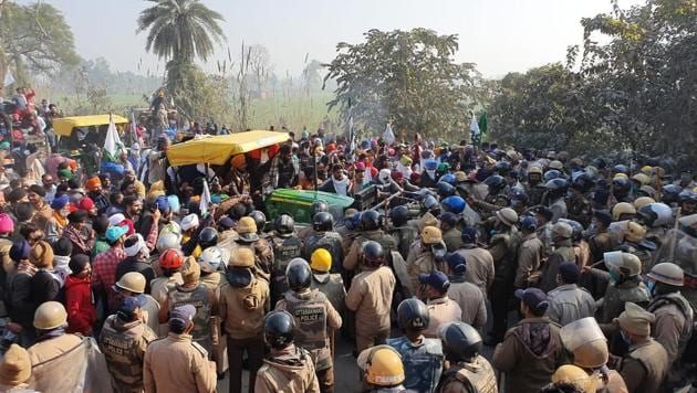 Protesting farmers clash with Uttarakhand Police in Bazpur in US Nagar district on December 25(HT PHOTO)