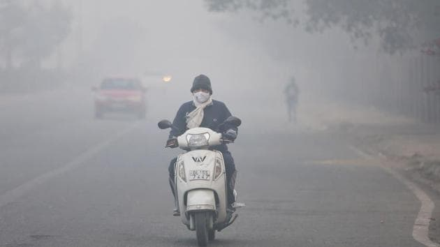 A motorist out on a cold and foggy morning in New Delhi.(Sanchit Khanna/HT file photo)