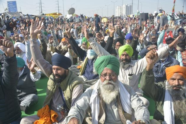 Protesting farmers raise slogans at the Delhi-UP border protest site against new farm laws, New Delhi, December 28, 2020(SAKIB ALI/HTPHOTO)