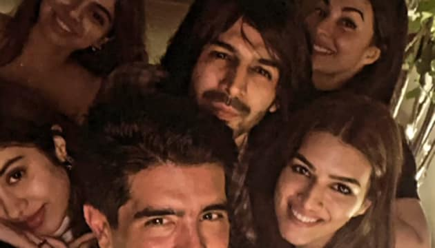Manish Malhotra poses for a selfie with his guests.