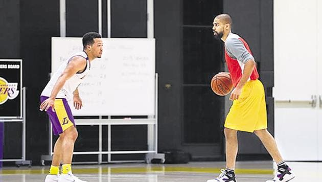 Vase, coaching Jalen Brunson (left) in an NBA pre-draft workout.(HT PHOTO)