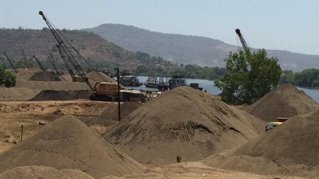 Illegal sand mining menace has been a big worry for Rajasthan.(Hindustan Times Photo)