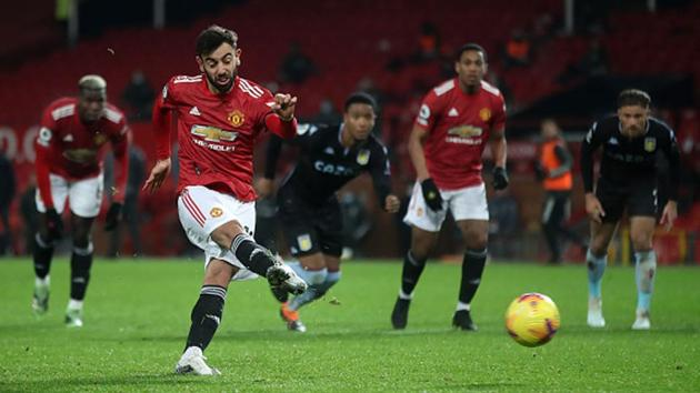 Manchester United's Bruno Fernandes scores his side's second goal.(Getty Images)