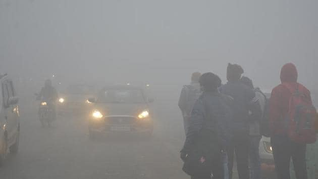 The department also predicted that the minimum temperatures over plains in northwestern and Central India will be between 1 to 6 degrees Celsius.(Sakib Ali/ Hindustan Times)