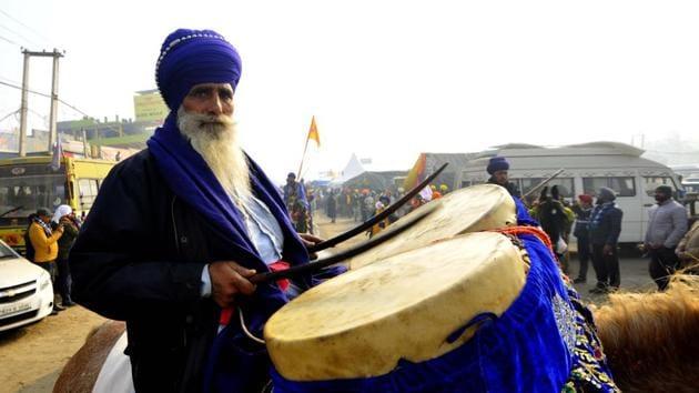 A member of the Nihang Sikh community performs during a Nagar Kirtan on New Year's Day at Singhu (Delhi-Haryana border), near New Delhi, India.(Photo by Keshav Singh/Hindustan Times)