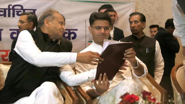 Gehlot had on Thursday lashed out at the Centre for forcing farmers to welcome New Year on the streets amid freezing temperatures.(Himanshu Vyas / Hindustan Times Archive)