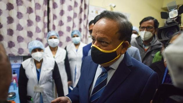 Union health minister Harsh Vardhan during a mock drill and dry run of Covid-19 vaccination at a model Covid-19 vaccination centre in Ansari Road, New Delhi on Saturday.(Sanchit Khanna/HT PHOTO)